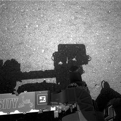 NASA's Curiosity rover sends back pictures of itself and a Martian Mojave (Photo: NASA / JPL-Caltech)