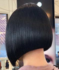 """It can not be repeated enough, bob is one of the most versatile looks ever. We wear with style the French """"bob"""", a classic that gives your appearance a little je-ne-sais-quoi. Here is """"bob"""" Despite its unpretentious… Continue Reading → Modern Bob Hairstyles, Bob Hairstyles For Thick, Stylish Haircuts, Trending Hairstyles, Hairstyles Haircuts, Graduated Bob Haircuts, Long Bob Haircuts, Midnight Blue Hair, Lob Haircut"""