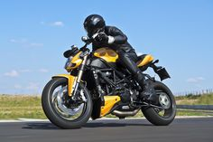 yellow ducati streetfighter 848 - Carter's motorcycle