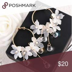 Trendy Acrylic Water Drop Women Dangle Earrings Crystal Flower Long Pendant Earrings For Women Drops Earrings Ear Jewelry, Cute Jewelry, Crystal Jewelry, Crystal Earrings, Beaded Earrings, Jewelry Accessories, Jewelry Making, Kawaii Jewelry, Chain Jewelry