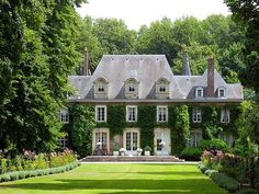 Exterior: This English Country house has a tall, steep roof, and dormers. The house is very symmetrical, and so are the windows. There are vines growing on the exterior of the house, and 4 chimneys. Beautiful Homes, Beautiful Places, Hello Beautiful, House Beautiful, Stunningly Beautiful, Beautiful Buildings, Beautiful Interiors, Beautiful Gardens, French Chateau