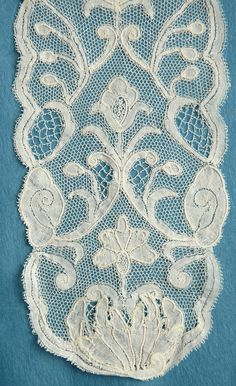 Bobbin Lace Lacemaking, Linens And Lace, All Craft, Antique Lace, Bobbin Lace, Brussels, Vintage Antiques, Textiles, Embroidery