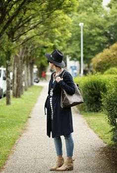 Long trench with stripes and neverfull medium bag. Streetstyle by Myblueberrynights blog