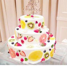 2017年の新定番ウェディングケーキ3選 | marry[マリー] Buttercream Wedding Cake, Buttercream Flowers, Red Velvet Wedding Cake, Angle Food Cake Recipes, Traditional Wedding Cakes, Crazy Wedding, Caking It Up, Fashion Cakes, Elegant Wedding Cakes