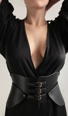 Tall Fashion Tips .Tall Fashion Tips Black Leather Corset, Leather Harness, Fashion Tips For Girls, Fetish Fashion, Up Girl, Leather Fashion, Plus Size Fashion, Fashion Dresses, Fashion Design