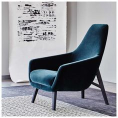 This quintet of upholstered chairs - by Fornasarig, Arco, Montis and more - bring together classic forms and modern style. Decoration Design, Deco Design, Canapé Simple, Single Couch, Soft Chair, Leather Recliner Chair, Swivel Chair, Industrial Dining Chairs, Fabric Armchairs