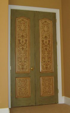 Doors are an often overlooked surface which can be transformed into a focal point for any area. Love this!