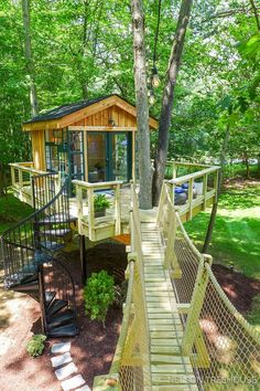 How to Build a Tree House - Life ideas Treehouse Masters, Treehouse Kids, Treehouses For Kids, Beautiful Tree Houses, Cool Tree Houses For Kids, Cool Houses, Tree House Plans, Tree House Designs, Backyard Playground