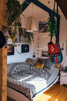 Bohemian Bedroom Decor be Dorm Room Decor Ideas Bedroom bedroomdecorideas bohemian decor DIY Homedecormodern Bohemian Bedrooms, Bohemian Decor, Modern Bohemian, Hippie Bedroom Decor, Bohemian Bedroom Design, Bohemian Room, White Bohemian, Vintage Bohemian, Minimalist Home Interior
