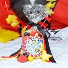 Schwarz, Rot, Gold, unsere Farben in der Schlandtüte!  #süßigkeiten #fußball #schwarzrotgold #freude #buntekracher #brombeeren #snack #derzuckerbaecker #fußball #snack #süßigkeiten #spitztüte #männer #geschenk #fußballparty #DerZauberderKindheit #mehrFreudewenigerErnst #fürmehrFreude #soccer #football #EM #WM #sweets #candy #gummycandy #lecker #naschen #nervennahrung #süß #sauer #DerZuckerbäcker #fußball #Süßigkeiten