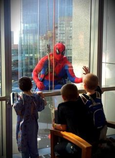 Children's Hospital in Philadelphia has special window washers. So adorable. - Imgur