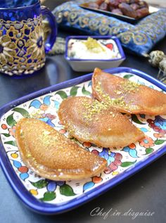 Atayef: Arabic pancakes stuffed and then baked or fried and drizzled with syrup (Ramadan Sweet Recipes) Arabic Dessert, Arabic Sweets, Arabic Food, Middle Eastern Desserts, Middle Eastern Dishes, Lebanese Desserts, Lebanese Recipes, Lebanese Cuisine, Tapioca Crepes
