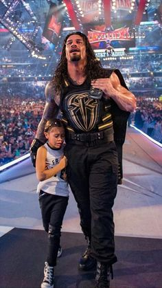 Weight of Vest Will Shock You! Why Roman Reigns Always Wear that Vest on his Chest? Roman Reigns Wwe Champion, Wwe Superstar Roman Reigns, Roman Reigns Smile, Wwe Roman Reigns, Wrestling Stars, Wrestling Wwe, Goldberg Wwe, Bill Goldberg, Roman Reighns