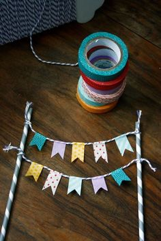 transglobal pan party: DIY: FÄHNCHEN-GIRLANDE You are in the right place about small DIY Gifts Here we offer you the most beautiful pictures about the DIY Gifts for girlfriend you are looking for. Flag Garland, Party Garland, Diy And Crafts, Paper Crafts, Upcycled Crafts, Summer Crafts, Fall Crafts, Fabric Crafts, Christmas Crafts
