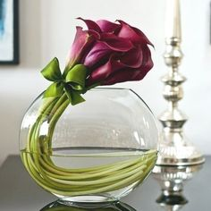 Most up-to-date Images Calla Lily ikebana Popular Calla lilies are the perfect bouquet flower. This lamps with this African-american blossom are gener Lys Calla, Calla Lillies, Deco Floral, Arte Floral, Simple Flowers, Beautiful Flowers, Simply Beautiful, Absolutely Fabulous, Exotic Flowers