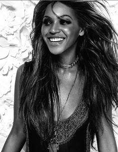 Beyonce Knowles Black and White Portrait Music Poster Rihanna, Beyonce Coachella, Beyonce Photoshoot, Beyonce Knowles, Female Photographers, Black And White Portraits, Queen B, Single Women, Rolling Stones