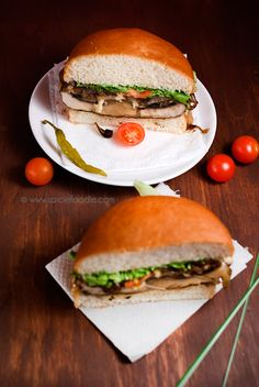 Portobello Mushroom Burgers (#veganburger with cheese option) | #mushrooms #burgers #meatfree