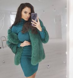 Fur Fashion, Fashion Models, Fur Clothing, Pull, How To Look Better, Turtle Neck, Long Hair Styles, Sexy, Sweaters