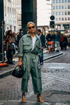 Vanessa Hong between the style exhibits. The publish Milan SS 2020 Street Style: Vanessa Hong appeared first on STYLE DU MONDE New Street Style, Street Look, Autumn Street Style, Cool Street Fashion, Casual Street Style, Street Chic, Look Fashion, Fashion Photo, Autumn Fashion