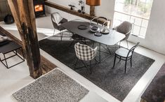 Auch im Esszimmer schaffen Teppiche eine tolle Atmosphäre. Foto: JAB Modern, Contemporary, Dining Table, Rugs, Furniture, Home Decor, Style, Kids Room Furniture, Living Room