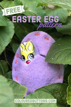 A free felt Easter egg pattern #colouredbuttons #felteasteregg #freeeastereggpattern