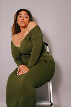 The Wrap Bodycon Maxi Dress Olive Beautiful Women Over 40, Beautiful Girl Image, Curvy Women Fashion, Plus Size Fashion, Belle Nana, Vrod Harley, Curvy Girl Lingerie, Modelos Plus Size, Curvy Girl Outfits