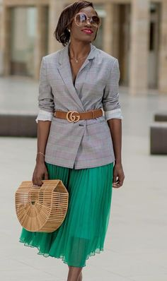 how to wear a pleated skirt - with a blazer! This is the business casual outfit you can wear at the office and at any job interview if you want to look sophisticated and professional. Business Casual Outfits, Office Outfits, Mode Outfits, Classy Outfits, Casual Office, Blazer Outfits, Blazer Fashion, Fashion Outfits, Pleated Skirt Outfit