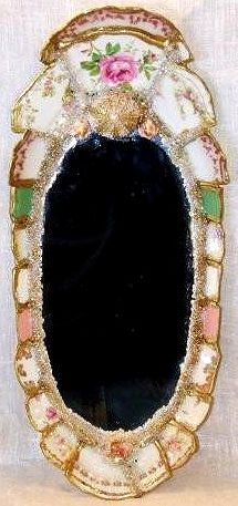 Interesting mirror made from tea cups./ It looks like old jewelry parts were also used for added bling. Mirror Mosaic, Mosaic Art, Mosaic Glass, Glass Art, Stained Glass, Mosaic Rocks, Mirror Mirror, Estilo Shabby Chic, Mosaic Madness