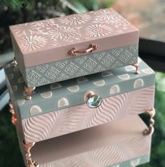 Decoupage Box, Decoupage Vintage, Decopage, Diy Gift Box, Diy Box, Blue Roses Wallpaper, Canvas Art Projects, Painted Wooden Boxes, Cardboard Box Crafts