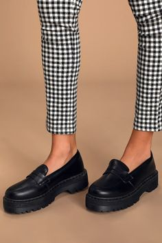 Chunky Loafers, Penny Loafers, Chunky Boots, Dr Shoes, Me Too Shoes, Black Loafers Outfit, Black Flats, Fall Winter Shoes, Spring Shoes