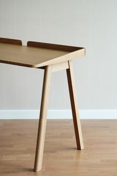 Robin Desk is a minimalist design created by Bangkok-based designer Kittipoom Songsiri. Simple Furniture, Wood Furniture, Modern Furniture, Furniture Design, Modern Wood Desk, Diy Wood Desk, Study Table Designs, Home Office, Wood Table Design
