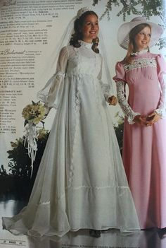 1973 wedding dress and pink bridesmaid dress 1960s Style Wedding Dresses, Designer Wedding Dresses, Bridal Dresses, Bridesmaid Dresses, Wedding Gowns, Vestidos Vintage, Vintage Dresses, Vintage Outfits, Belle Epoque