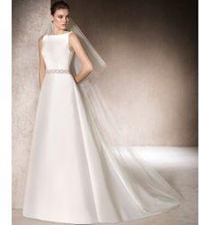Vestido de Novia en micado y espalda de tul con aplicaciones de hilo bordado