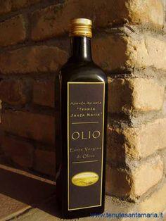 Olio extravergine di oliva biologico prodotto dall'azienda agricola Tenuta Santa Maria Italia Abruzzo Provincia di Teramo