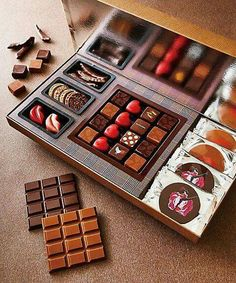 Chocolate Candy Recipes, Chocolate Sweets, Chocolate Shop, Chocolate Factory, Love Chocolate, Chocolate Gifts, Chocolate Lovers, Chocolate World, Luxury Chocolate