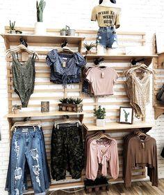 Design Boutique, Boutique Decor, Boutique Ideas, Mobile Boutique, Clothing Store Displays, Clothing Store Design, Clothing Items, Clothing Boutique Interior, Fashion Boutique