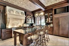 I love the range hood with the 3 pewter plates above. But I especially love the toile wallpapered ceiling. That really is so fabulous and such a great idea! Wrapping the ceiling with the wallpaper envelopes the room and truly makes it seems like a warm, cozy place.