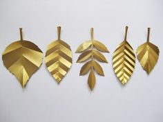 Freya Lines Designs: Paper Leaves Garland Big Paper Flowers, Tissue Paper Flowers, Paper Flower Backdrop, Giant Paper Flowers, Diy Flowers, Flower Decorations, Gold Paper, Diy Paper, Paper Crafting