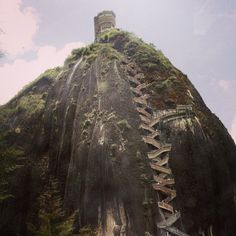 Represa de El Penõl-Guatape: That time we climbed 900 steps to get to the top of that rock... Best idea. XD