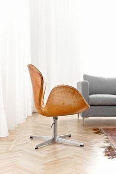 urbnite           - Swan Chair by Arne Jacobsen