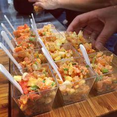 Tartare de saumon, tortillons B.B.Q. et croustilles Miss Vickie's - Sushi à la Maison Tapas Party, Lunch To Go, Pause, Fish And Seafood, Bon Appetit, Brunch, Food And Drink, Appetizers, Yummy Food