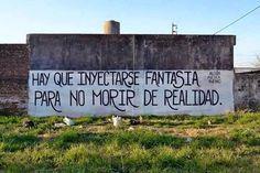 Hay que inyectarse fantasía para no morir de realidad  #streetart #poetica