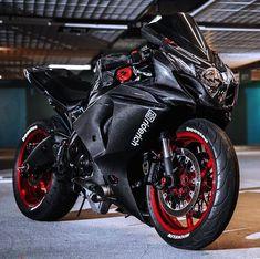 Suzuki GSX 1000 R Fiber carbon suit. Suzuki GSX 1000 R Fiber carbon suit. Suzuki GSX 1000 R Fiber carbon suit. List the 2019 Suzuki Motorcycle Models, see all ne. Motorcycle Wheels, Suzuki Motorcycle, Moto Bike, Racing Bike, Motorcycle News, Cb 250 Twister, Velentino Rossi, Yzf R125, Suzuki Bikes