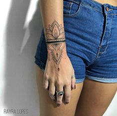 Beautiful babe with great abdominal muscles and excellent .- Wunderschönes Babe mit tollen Bauchmuskeln und hervorragender Flexibilität -… Beautiful babe with great abs and great flexibility – Pomysły na tatuaż – - Mini Tattoos, Small Tattoos, Cool Tattoos, Tatoos, Flower Tattoos, Forearm Tattoos, Body Art Tattoos, Sleeve Tattoos, Mandala Wrist Tattoo