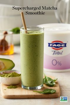 Green Tea Smoothie, Matcha Smoothie, Tea Smoothies, Breakfast Smoothies, Smoothie Drinks, Healthy Smoothies, Healthy Drinks, Healthy Snacks, Healthy Juice Recipes
