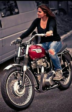 A lady rider on her old school Triumph Motorcycle 🏍 . Triumph Cafe Racer, Triumph Bikes, Triumph Motorcycles, Small Motorcycles, British Motorcycles, Motos Vintage, Vintage Bikes, Lady Biker, Biker Girl