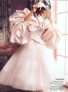 Sarah Jessica Parker in Christian Dior Haute Couture for a fictional Vogue by Patrick Demarchelier. Dior Wedding Dresses, Different Wedding Dresses, Wedding Gowns, Wedding Shoot, Sarah Jessica Parker, Christian Dior, John Galliano, Mr Big, Patrick Demarchelier