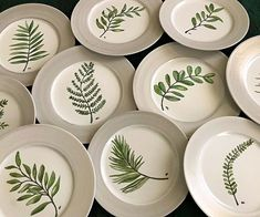 Vajillas pintadas a mano Pottery Painting Designs, Paint Designs, Pottery Plates, Ceramic Pottery, Clay Bowl, Mandala Rocks, Pottery Studio, Painting Inspiration, Watercolor Art