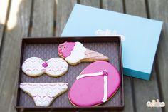 """""""Chanclas, helado y bikini"""". Diseño propio que puedes encontrar en este enlace: http://www.galletea.com/galletas-decoradas/"""