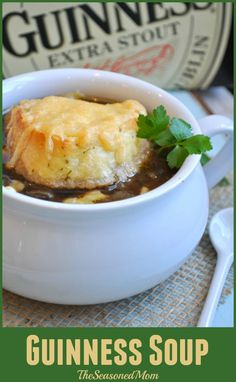 recipes beef stews Guinness Irish Soup My favorite easy recipe for French Onion Soup gets an Irish twist in this Guinness Soup just in time for Father& Day! Hp Sauce, Irish Recipes, Soup Recipes, Cooking Recipes, Scottish Recipes, Recipes Dinner, Recipies, Irish Soup, Guinness Recipes
